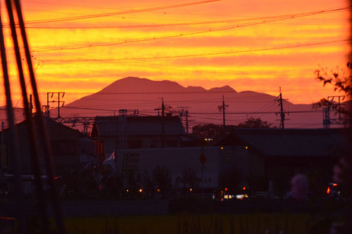 夕焼け伊吹山wb.jpg